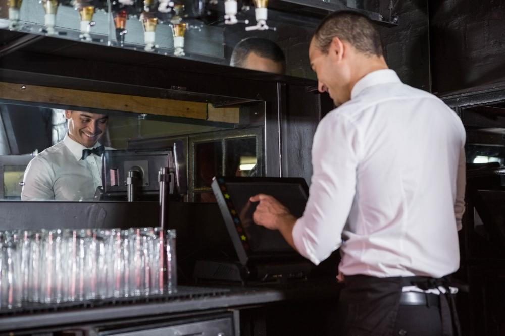 5 Ways in Which a POS System Can Enhance Your Bar's Business